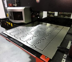 Cutting sheet metal parts